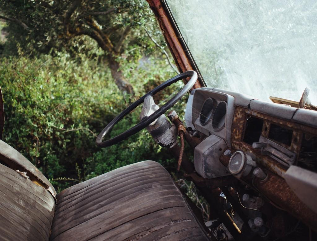Altes Fahrzeug im Wald